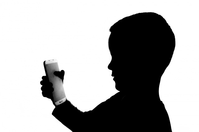 Should You Give Your Kids A Mobile Phone?