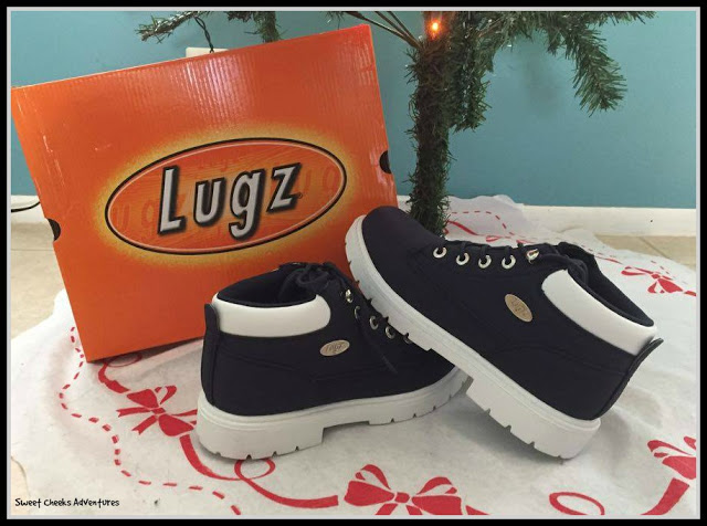Lugz under the tree